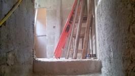 escada de serviço para o 1º piso