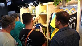 Os clientes escolhiam a vontade os produtos expostos nas estantes de OSB