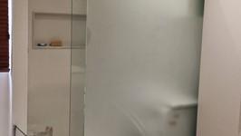 banheiro aberto de vidro 02