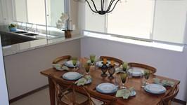 sala de jantar com visão de toda a cozinha
