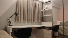 gaveteiro e estantes para apoio à bancada de estudos