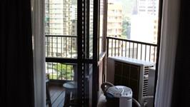 acesso à varanda e área técnica na suíte casal