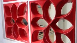 [Cobogó Vermelho] - O cobogó vermelho alegra o ambiente e abre uma circulação entre a cozinha e a área de serviço.