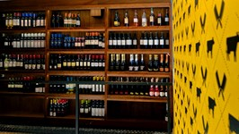 Expositor de Vinhos no Mezanino