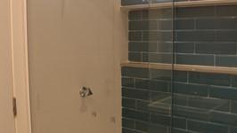 Báscula pivotante no boxe para entrada de luz natural e ventilação