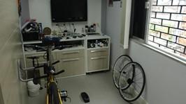 espaço de treino e equipamentos do triatleta