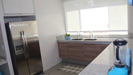 geladeira embutida para aproveitamento do espaço