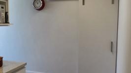 porta para a sala e entrada da área de serviço