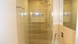 Banheiro social - espelho carrot na parede da bancada