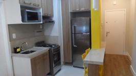 cozinha com geladeira no nicho