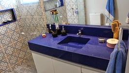 banheiro do casal com quartzo azul