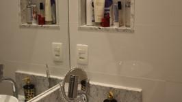 nicho no banheiro de hóspedes