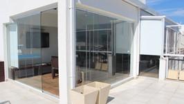 Lounge com fechamento de vidro