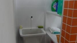 banheiro de empregada transformado em área de serviço