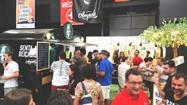 """O foodtruck funcionou como posto de vendas das cervejas e ficou estacionando na """"praça"""""""