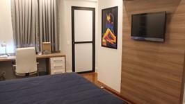 porta de acesso ao family room na suíte do filho