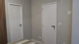 porta para a sala e para o banheiro