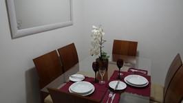 mesa de jantar e espelho