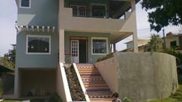 frente da casa e escada de entrada