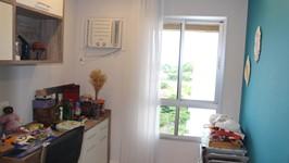parede turquesa para futuro recanto da leitura e grade de materiais da artesã (aguarde novas fotos!)