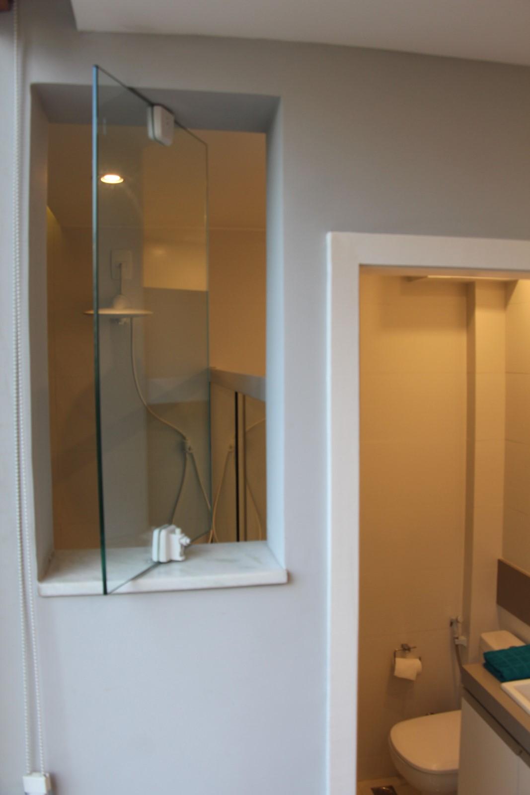 janela pivotante do banheiro #956A36 1067 1600